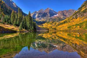hiking maroon bells